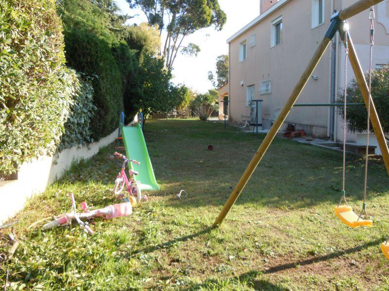 Amenagement jardin en longueur for Agencement du jardin